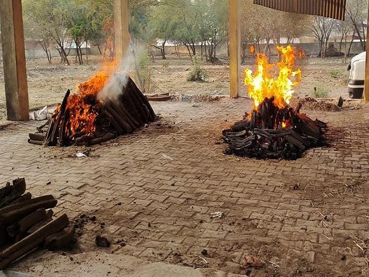राज्य में सबसे ज्यादा कोरोना से मौतें रायपुर और दुर्ग में, अंतिम संस्कार न करने देने की शिकायत पर 50 श्मशान चिन्हित; दुर्ग में नई जगह की तलाश|रायपुर,Raipur - Dainik Bhaskar
