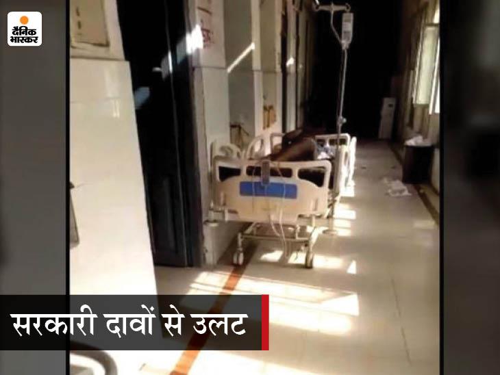 PMCH के कोविड वार्ड में 9 नंबर बेड पड़ा मरीज चन्नू। इस बेड पर बेडशीट तक नहीं है। - Dainik Bhaskar