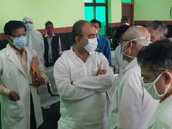 स्वास्थ्य मंत्री मंगल पांडेय ने पटना के NMCH में बने कोविड सेंटर का निरीक्षण किया है।