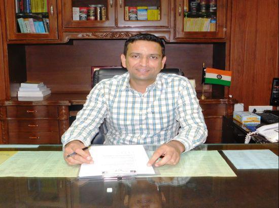 DC घनश्याम थोरी ने कहा कि पुलिस, जोनल लाइसेंसिंग अथॉरिटी व फैक्ट्रीज डिप्टी डायरेक्टर को आदेश लागू करने के आदेश दिए गए हैं। - Dainik Bhaskar