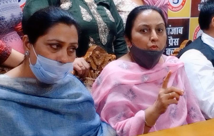इंस्पेक्टर पर हमले के आरोपियों के परिजन बोले- पुलिस ने उनके घर से 5 लाख का कैश व गहने चोरी कराए|जालंधर,Jalandhar - Dainik Bhaskar