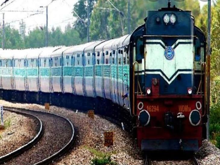 स्टेशनों पर प्लेटफार्म टिकट की बिक्री पर लगा रोक, सिंगल डोर से पैसेंजर को ही मिलेगा एंट्री वाराणसी,Varanasi - Dainik Bhaskar