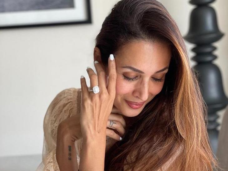 मलाइका ने फ्लॉन्ट की अंगूठी, सोशल मीडिया यूजर्स ने लगाए अर्जुन कपूर से इंगेजमेंट के कयास और देने लगे मुबारकबाद|बॉलीवुड,Bollywood - Dainik Bhaskar