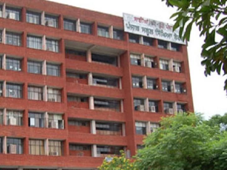 मोहाली स्थित पंजाब स्कूल शिक्षा बोर्ड का मुख्यालय। आज बोर्ड ने 10वीं-120ीं परीक्षाओं को लेकर बड़ा फैसला लिया है। - Dainik Bhaskar