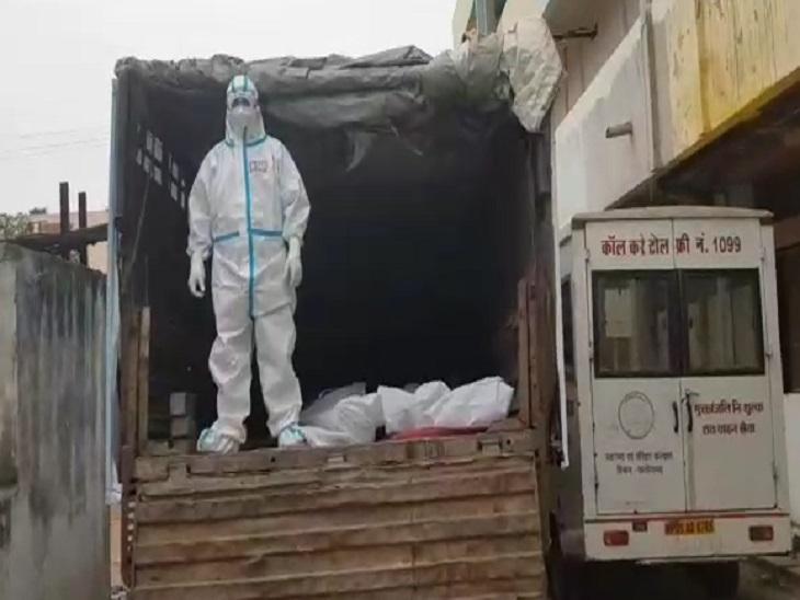 तस्वीर रायपुर के अंबेडकर अस्पताल की मर्चुरी है। ये काफी है आपदा के भयावह मंजर की स्थिति बताने को। - Dainik Bhaskar