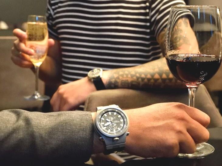 लॉकडाउन और महामारी में शराब पीने के आदी हो गए अमेरिकी, महिलाएं और बच्चों के माता-पिता ज्यादा प्रभावित|विदेश,International - Dainik Bhaskar