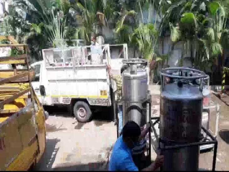 मुंबई के उमा अस्पताल के डॉ. योगेश मोरे ने बताया कि हमें रोज 50 ऑक्सीजन सिलेंडर की जरूरत है, लेकिन सप्लाई 30 की ही हो पा रही है।