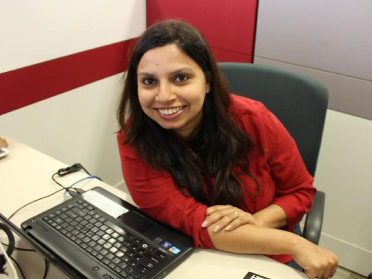 40 साल की रुचिरा अपने प्रोडक्ट की प्रोसेसिंग के साथ ही ऑनलाइन ऑर्डर का काम भी संभाल लेती हैं।