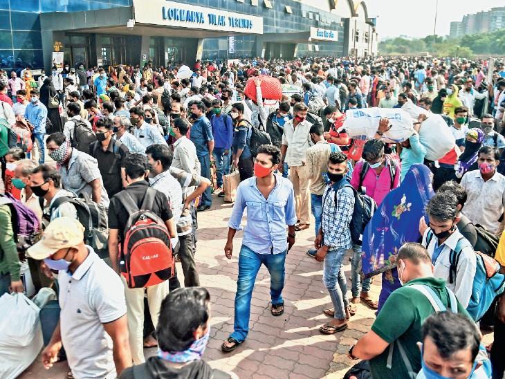 यह तस्वीर मुंबई के लोकमान्य तिलक टर्मिनस रेलवे स्टेशन की है। यहां घर वापसी करने वालों की भीड़ हर दिन बढ़ती जा रही है।