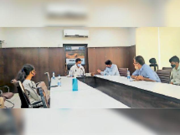 810 नए केस आए, डीसी बोले-अस्पताल प्रबंधन और डॉक्टर मिलकर जीवन बचाने में करें सहयोग|फरीदाबाद,Faridabad - Dainik Bhaskar