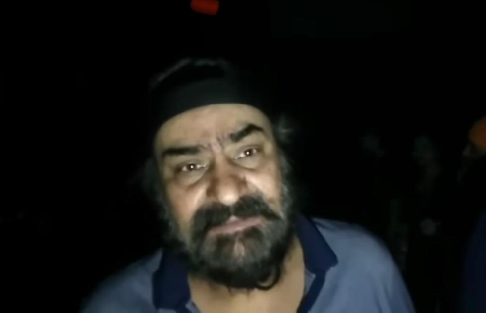 फैक्ट्री मालिक इंदरप्रीत सिंह आग लगने की जानकारी देते हुए