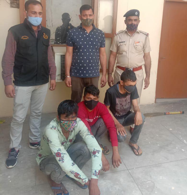 इन पर स्नैचिंग, चोरी, लड़ाई झगड़ा, धोखाधड़ी के पलवल में 10 व फरीदाबाद में 4 केस दर्ज है, लोगों को डराने के लिए रखते थे हथियार|फरीदाबाद,Faridabad - Dainik Bhaskar