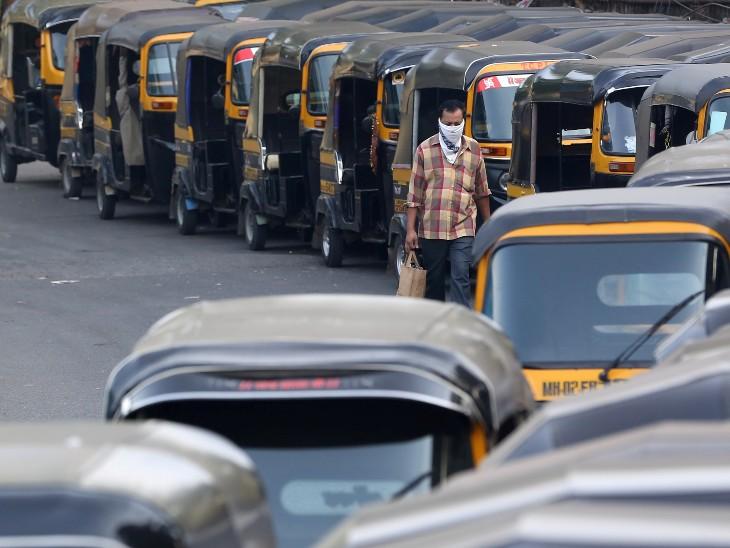 लॉकडाउन से मुंबई की रफ्तार थम गई है। ऑटो-टैक्सी पार्किंग में खड़े हैं। इससे जरूरी काम से बाहर जाने वालों की परेशानी बढ़ी है।