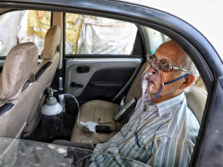 अस्पताल के बाहर कार में दो दिन बुजुर्ग ने इलाज का किया इंतजार; बेड मिला तो डॉक्टर बोले- लाने में देर कर दी, पूर्व मंत्री के बेटे की भी मौत|लखनऊ,Lucknow - Dainik Bhaskar