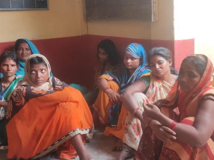 यज्ञ में चेन और मंगलसूत्र टपाने वाली देवरिया की महिलाओं का गैंग धराया|पुटकी,Putki - Dainik Bhaskar