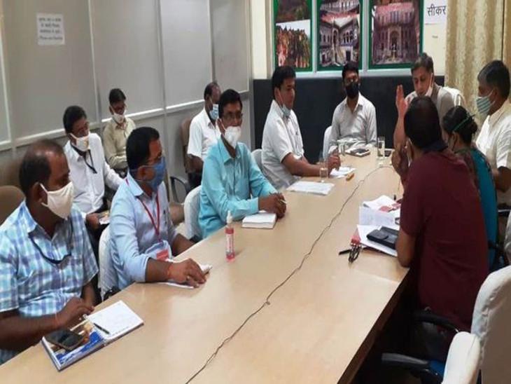 छुट्टियों से लौटते ही कलेक्टर ने ली अधिकारियों की बैठक, 182 पॉजीटिव आने के बाद आक्सीजन प्लांट और कोविड अस्पताल में व्यवस्था बढ़ाने को कहा|सीकर,Sikar - Dainik Bhaskar