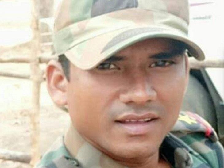बीजापुर में नक्सलियों ने DRG के SI का अपहरण किया; डेढ़ महीने की छुट्टी के दौरान पालनार मेले में शामिल होने गया था|छत्तीसगढ़,Chhattisgarh - Dainik Bhaskar