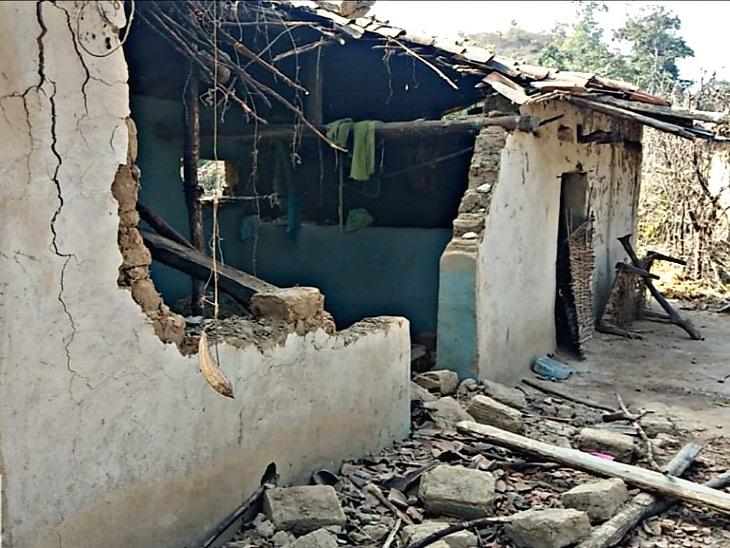 मरवाही में 17 दिन में तीसरी बार गांव को बनाया निशाना, हाथियों के झुंड बार-बार आकर मकानों और फसलों को करते हैं तबाह|छत्तीसगढ़,Chhattisgarh - Dainik Bhaskar
