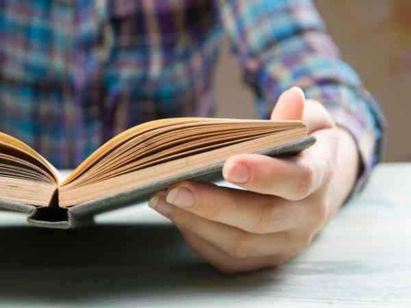 लॉकडाउन के दौरान मानसिक ताैर पर स्वस्थ रहने के लिए पढ़ें किताब, डिप्रेशन से बचेंगे|जमशेदपुर,Jamshedpur - Dainik Bhaskar