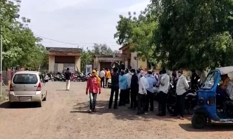 महाराष्ट्र के यवतमाल में शराब की तलब लगने पर 8 मजदूरों ने सैनिटाइजर पिया; 7 की मौत, एक गंभीर|महाराष्ट्र,Maharashtra - Dainik Bhaskar