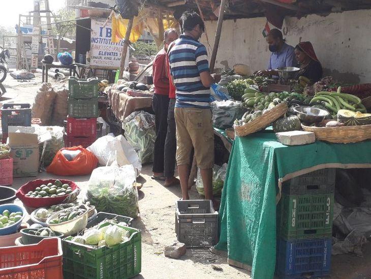सब्जी-फल विक्रेताओं को रास नहीं आ रही व्यवस्था; कहा-हो रहा नुकसान, समय की कटौती कुछ ज्यादा कर दी, समय बढ़ाना चाहिए|अजमेर,Ajmer - Dainik Bhaskar