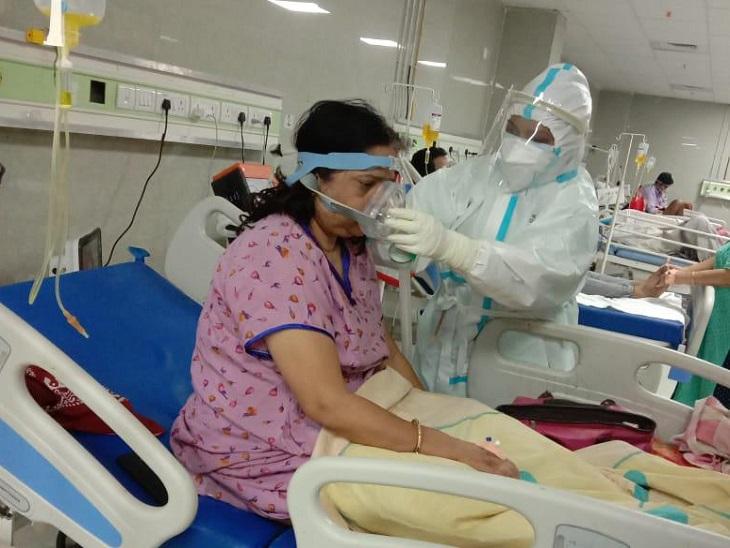 छत्तीसगढ़ के 90% कोरोना के मरीज होम आइसोलेशन में ही इलाज करा रहे हैं। 10% मरीजों में कई गंभीर स्थिति में अस्पताल लाए गए हैं।