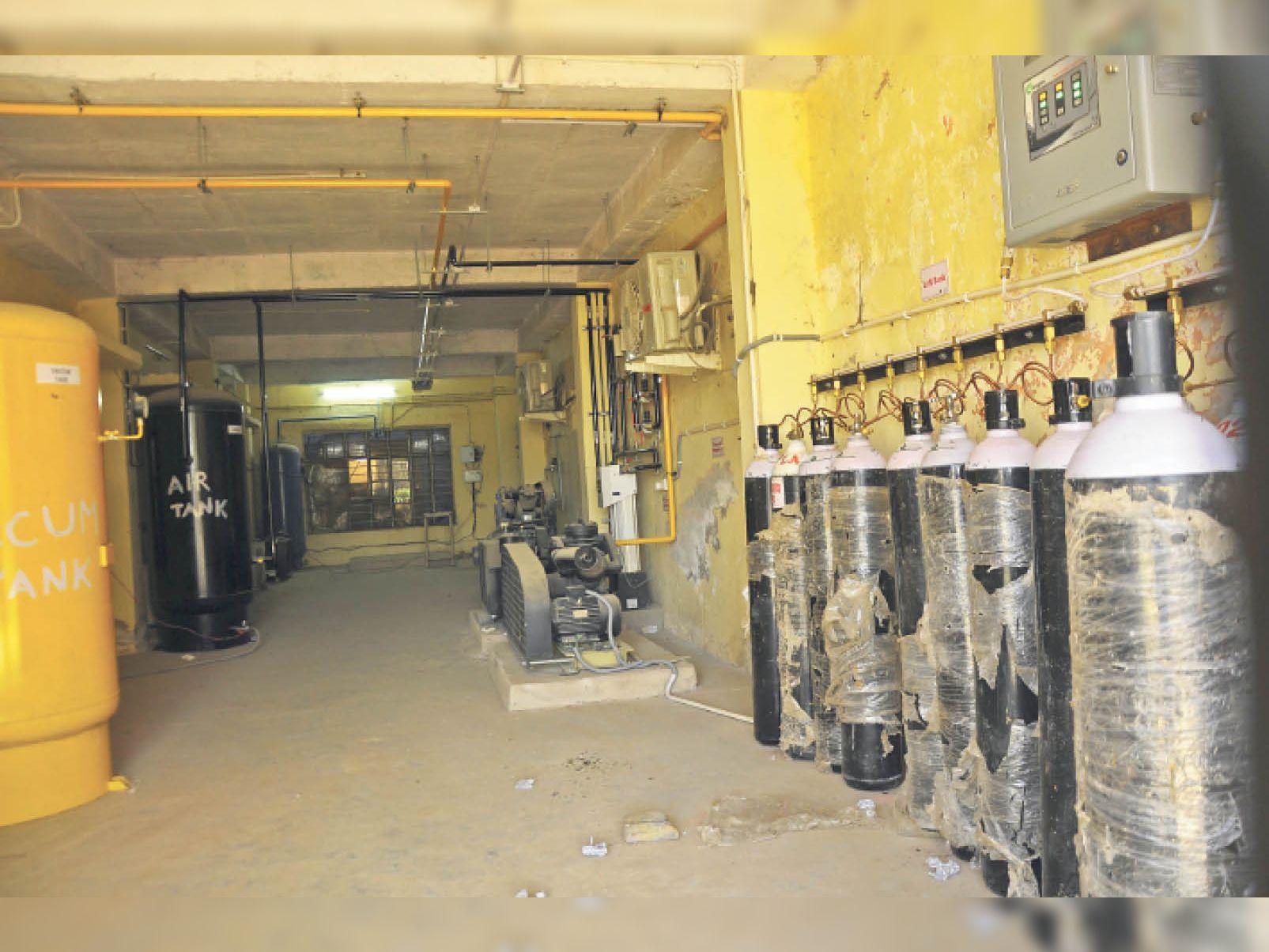 प्रशासन ने कोरोना मरीजों के लिए इंडस्ट्री से एक हजार ऑक्सीजन सिलेंडर मंगवाए|चंडीगढ़,Chandigarh - Dainik Bhaskar