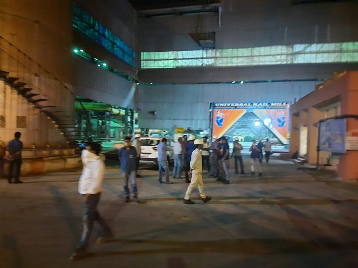 प्रबंधन की शिकायत पर चार हड़ताली कर्मियों को पुलिस ने किया गिरफ्तार; 13 कर्मियों को किया निलंबित, 19 को शोकाज नोटिस भिलाई,Bhilai - Dainik Bhaskar