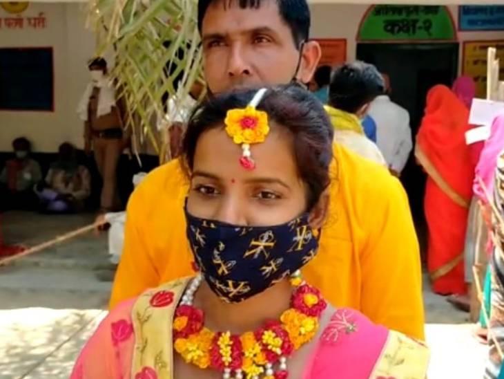 अमेठी में विवाह से पहले किया मताधिकार का प्रयोग।