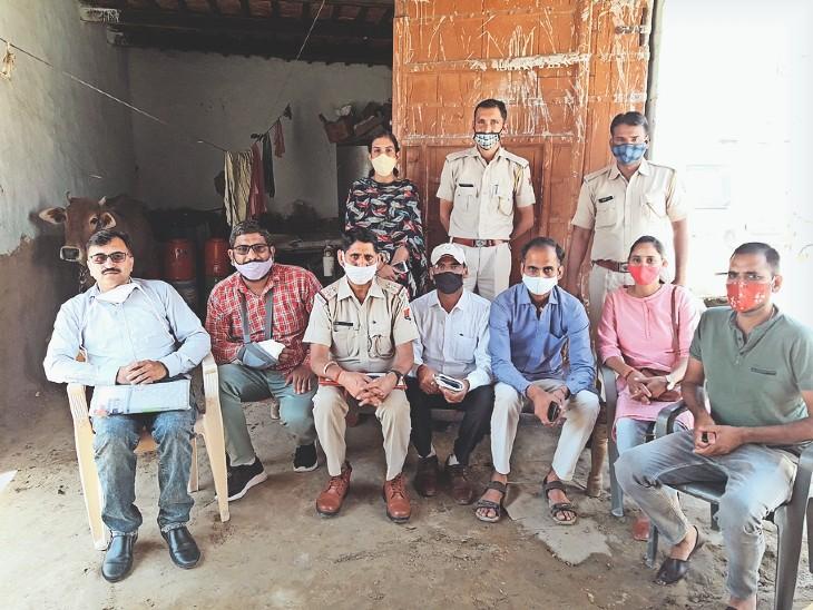 सीडब्ल्यूसी की टीम ने किशाेरी की सुरक्षा व निगरानी के लिए आंगनबाड़ी कार्यकर्ता व एक पुलिसकर्मी की ड्यूटी लगाई है। - Dainik Bhaskar