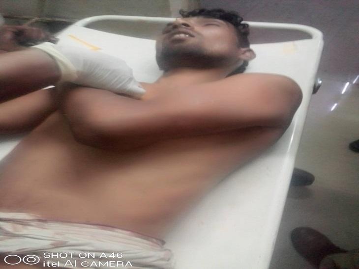 सिविल अस्पताल में भर्ती युवक। - Dainik Bhaskar