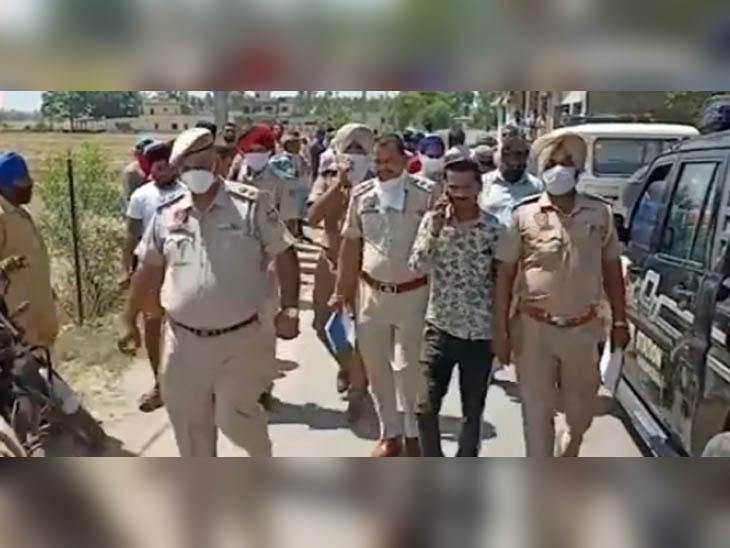 घटना की सूचना के बाद पहुंचे SP, DSP और अन्य पुलिस अधिकारी।