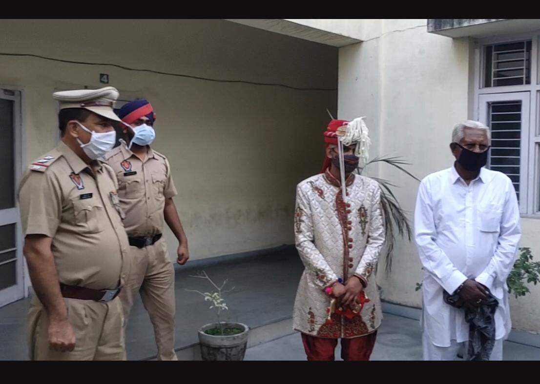 थाना डिवीजन 3 की पुलिस ने दूल्हा पारस को अरेस्ट कर खूब फोटो खिंचवाई थीं।