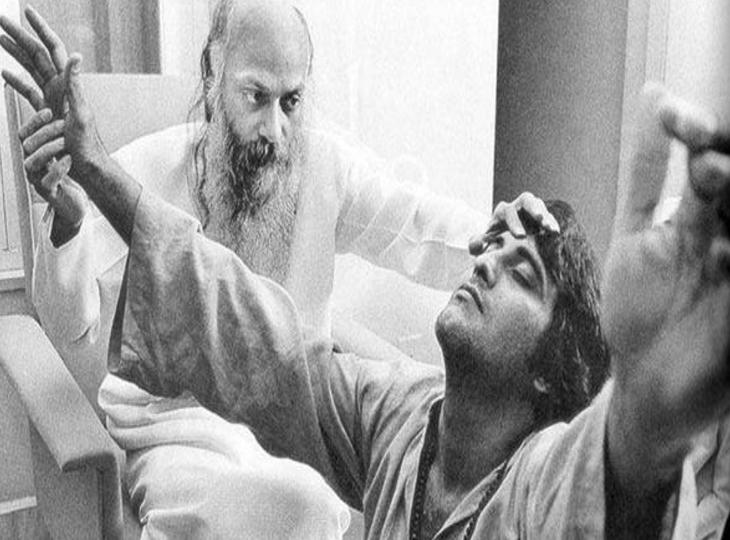अमिताभ को पछाड़कर सुपरस्टार बनने की राह पर थे विनोद खन्ना, मां की मौत ने दिया ऐसा झटका कि ओशो के आश्रम में बन गए संन्यासी|बॉलीवुड,Bollywood - Dainik Bhaskar