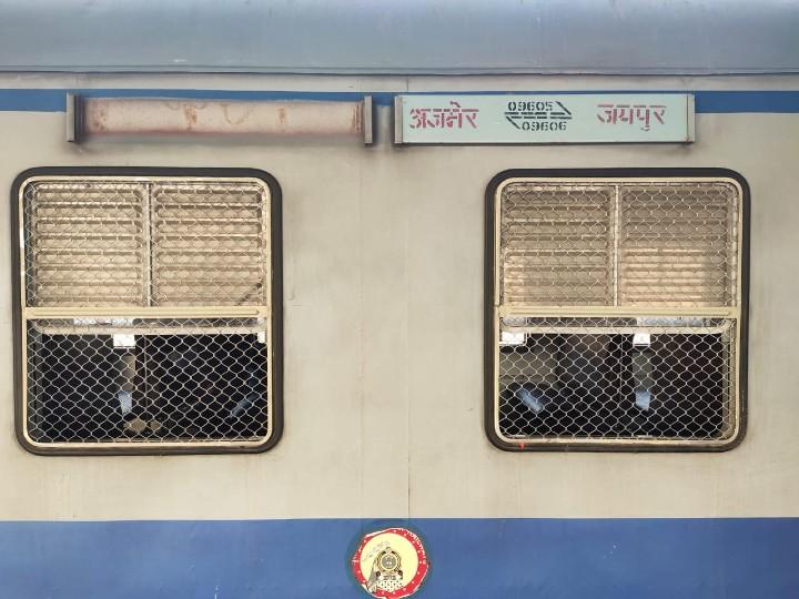 जयपुर से दो स्टेशन जाती है डीएमयू, लेकिन एक स्टेशन का नाम लिखने से यात्रियों हो रहे है भ्रमित; अजमेर और सीकर चलने वाली डीएमयू का मामला|जयपुर,Jaipur - Dainik Bhaskar