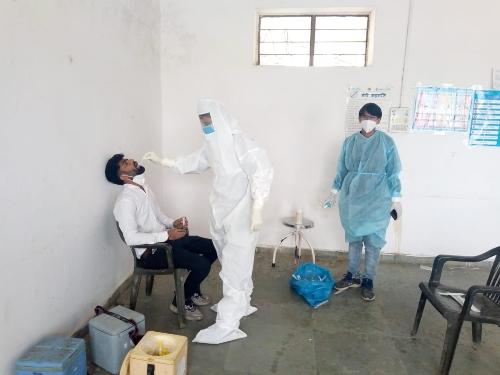 बुधवार को रिकॉर्ड 1 हजार 112 मरीज आए सामने, 11 मरीजों की गई जान उदयपुर,Udaipur - Dainik Bhaskar