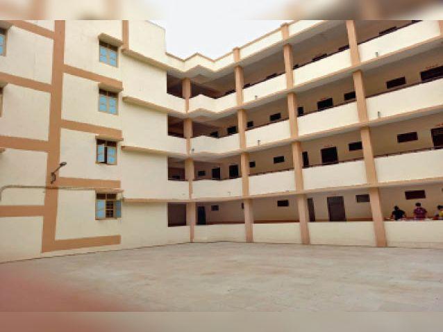 सैलाना के कन्या छात्रावास में कोविड-19 सेंटर चालू किया है। - Dainik Bhaskar