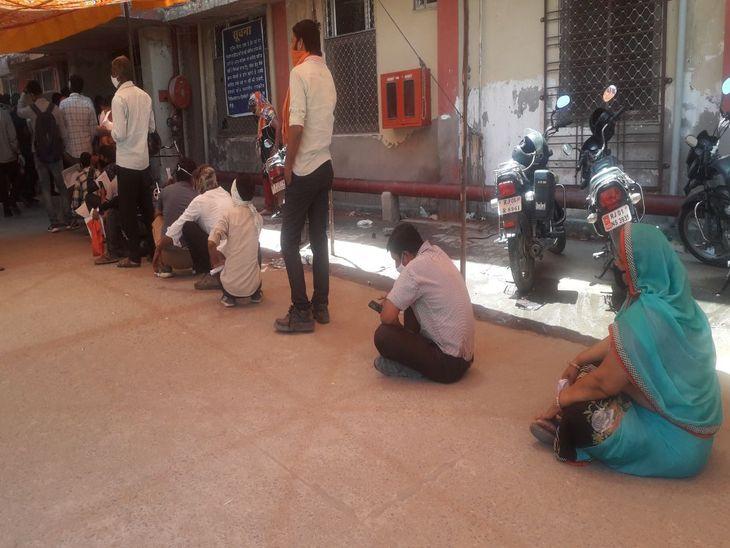 कतार में इंतजार का दर्द; कोविड जांच के लिए आने वाले लोगों को हो रही परेशानी, कईयों को बिना जांच के ही पड़ रहा लौटना|अजमेर,Ajmer - Dainik Bhaskar
