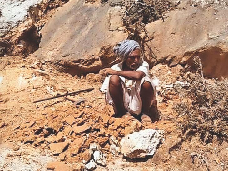 मगरे के माउंटेन मैन ने दस साल तक अकेले पहाड़ी को काटकर बना ही दिया मवेशियाें केे लिए तालाब तक पहुंचने का रास्ता|अजमेर,Ajmer - Dainik Bhaskar