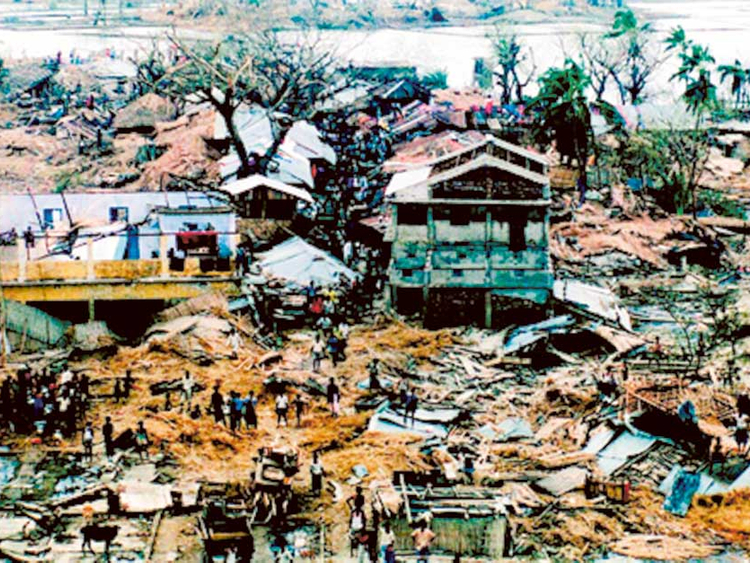 बांग्लादेश में 29 अप्रैल 1991 को आए तूफान की वजह से हजारों मकान जमींदोज हो गए थे।