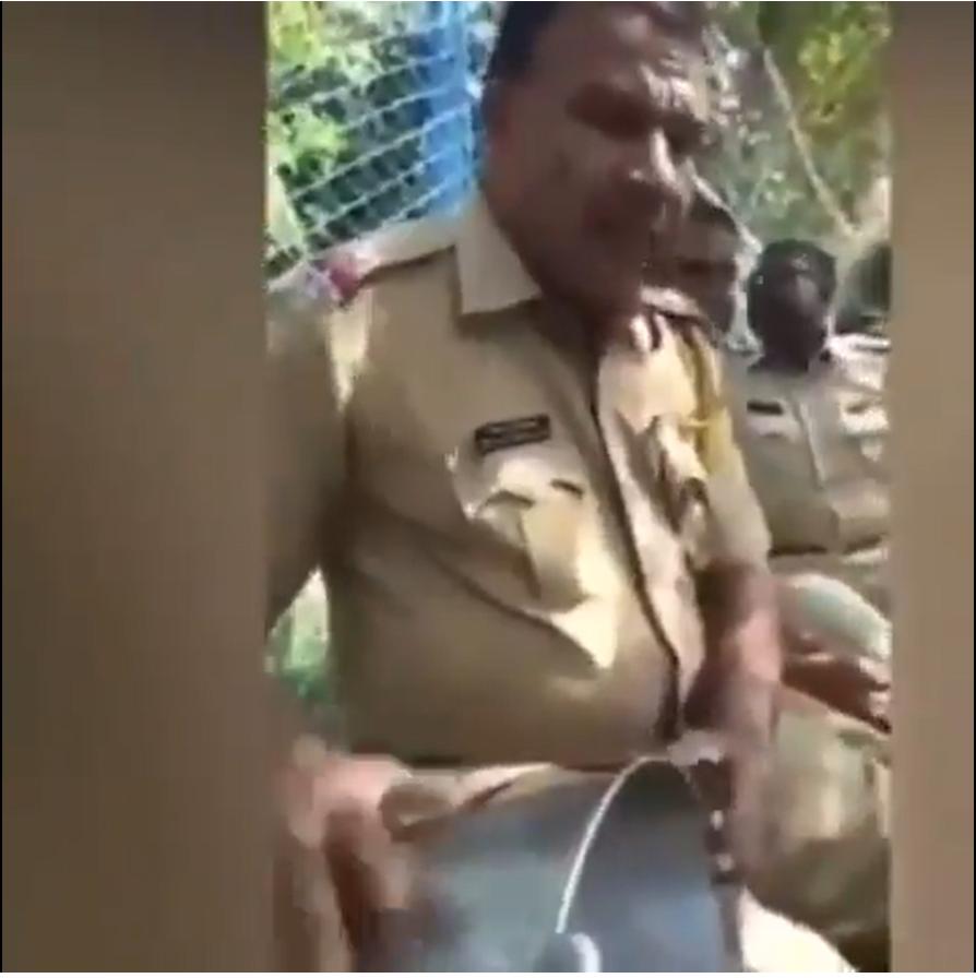 कोरोना के संकटकाल में वायरल हुई पुलिसकर्मी की कव्वाली, 'भर दो झोली मेरी या मोहम्मद' को शेयर कर लोग कर रहे कोविड से मुक्ति की दुआ|देश,National - Dainik Bhaskar