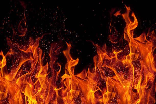 एलपीजी सिलेंडर लीकेज की वजह से लगी घर में आग; पिता, दो बेटी और बेटा गंभीर रुप से झुलसे दिल्ली + एनसीआर,Delhi + NCR - Dainik Bhaskar