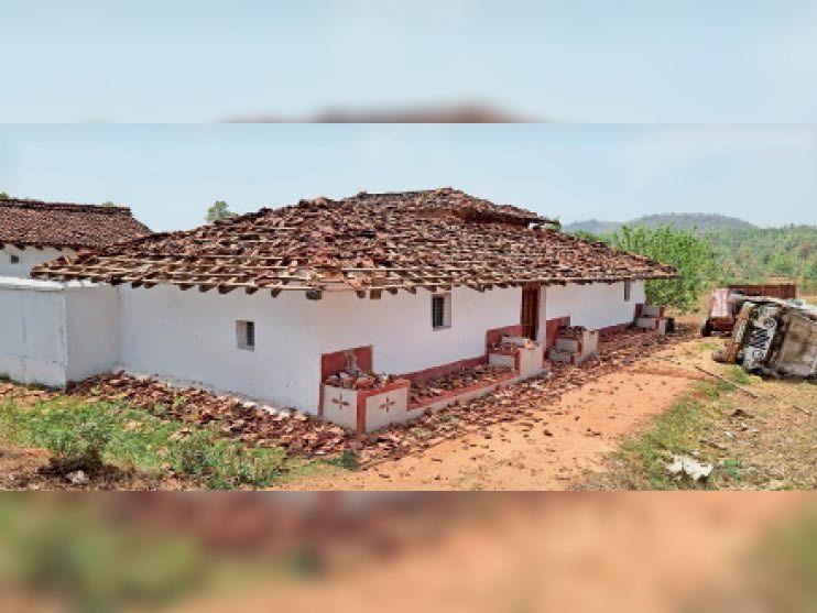 युवक के घर में किस तरह तबाही मचाया, तस्वीर पूरी कहानी बयां कर रही - Dainik Bhaskar