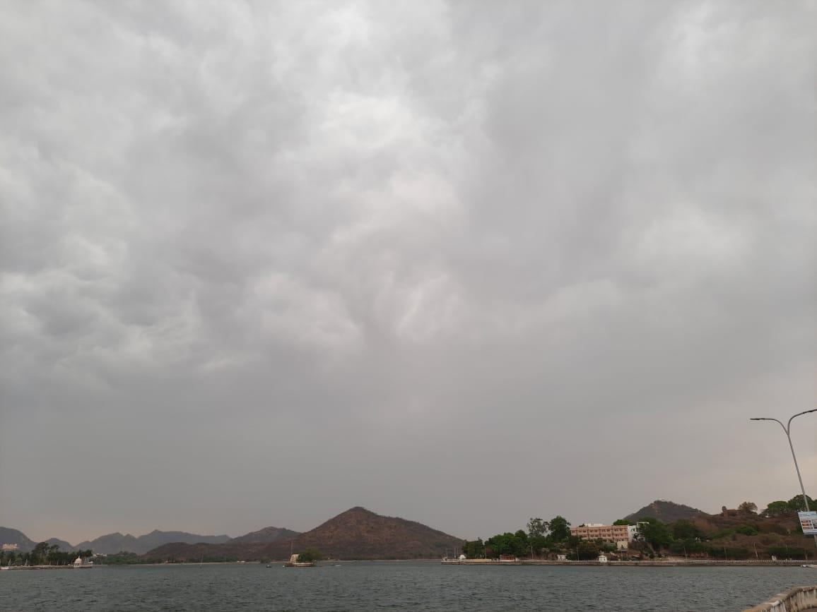 धूलभरी आंधी के बाद गिरी राहत की बूंदे, सटीक साबित हुई मौसम विभाग की भविष्यवाणी उदयपुर,Udaipur - Dainik Bhaskar