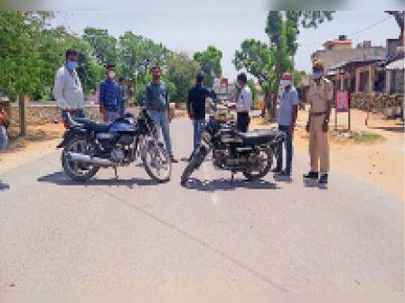 सेदंडा में फालतू घूम रहे लोगों के चालान बनाए। - Dainik Bhaskar
