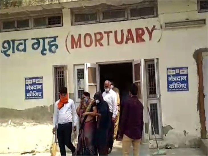 झज्जर में विवाह समारोह से लौट रहे परिवार की गाड़ी पलटने से महिला और बच्ची की मौत, आर्मी मेजर गंभीर घायल|हरियाणा,Haryana - Dainik Bhaskar