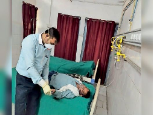 पाइप लाइन से मरीज को दी जा रही ऑक्सीजन - Dainik Bhaskar