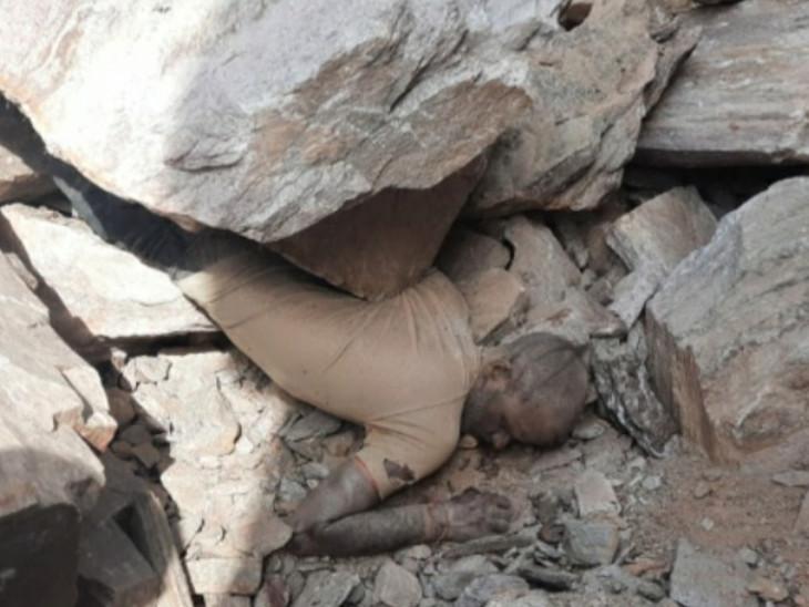पत्थर खनन के दौरान दो मजदूर पर गिरी चट्टान, एक ने मौके पर ही दम तोड़ा; दूसरा घायल|टोंक,Tonk - Dainik Bhaskar
