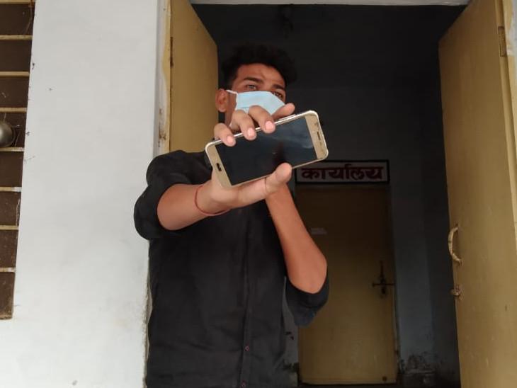 अस्पताल के ट्रॉली पुलर ने खाली हुए ऑक्सीजन सिलेंडर को बदलने के मांगे 4 हजार रुपए, गिरफ्तार|भरतपुर,Bharatpur - Dainik Bhaskar