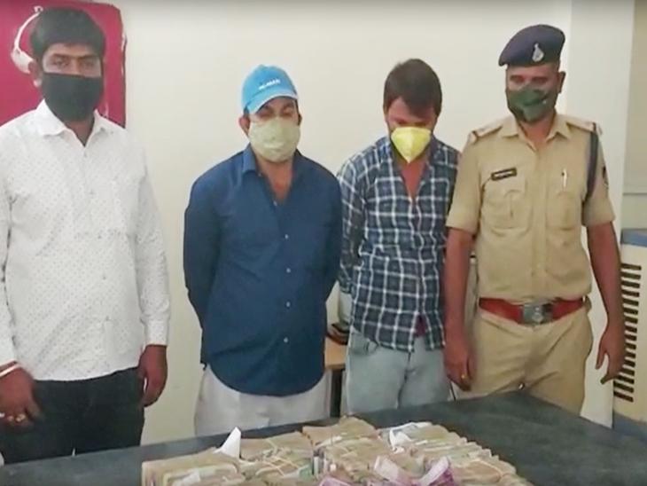 इंदौर में पकड़ाए होशंगाबाद के कॉलोनाइजर के नकदी रुपए, पुलिस ने आयकर विभाग को दी जानकारी|इंदौर,Indore - Dainik Bhaskar
